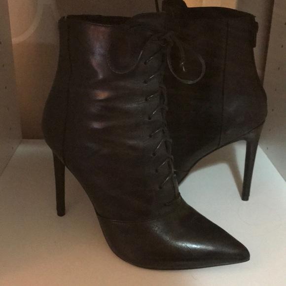 bdb4583f316 Steve Madden    PAULINE - black lea lace up bootie.  M 5a760f8f6bf5a6af1ae45b18